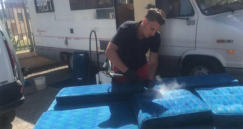 Differenze tra lavaggio tappezzeria a vapore e lavaggio tappezzeria ad acqua